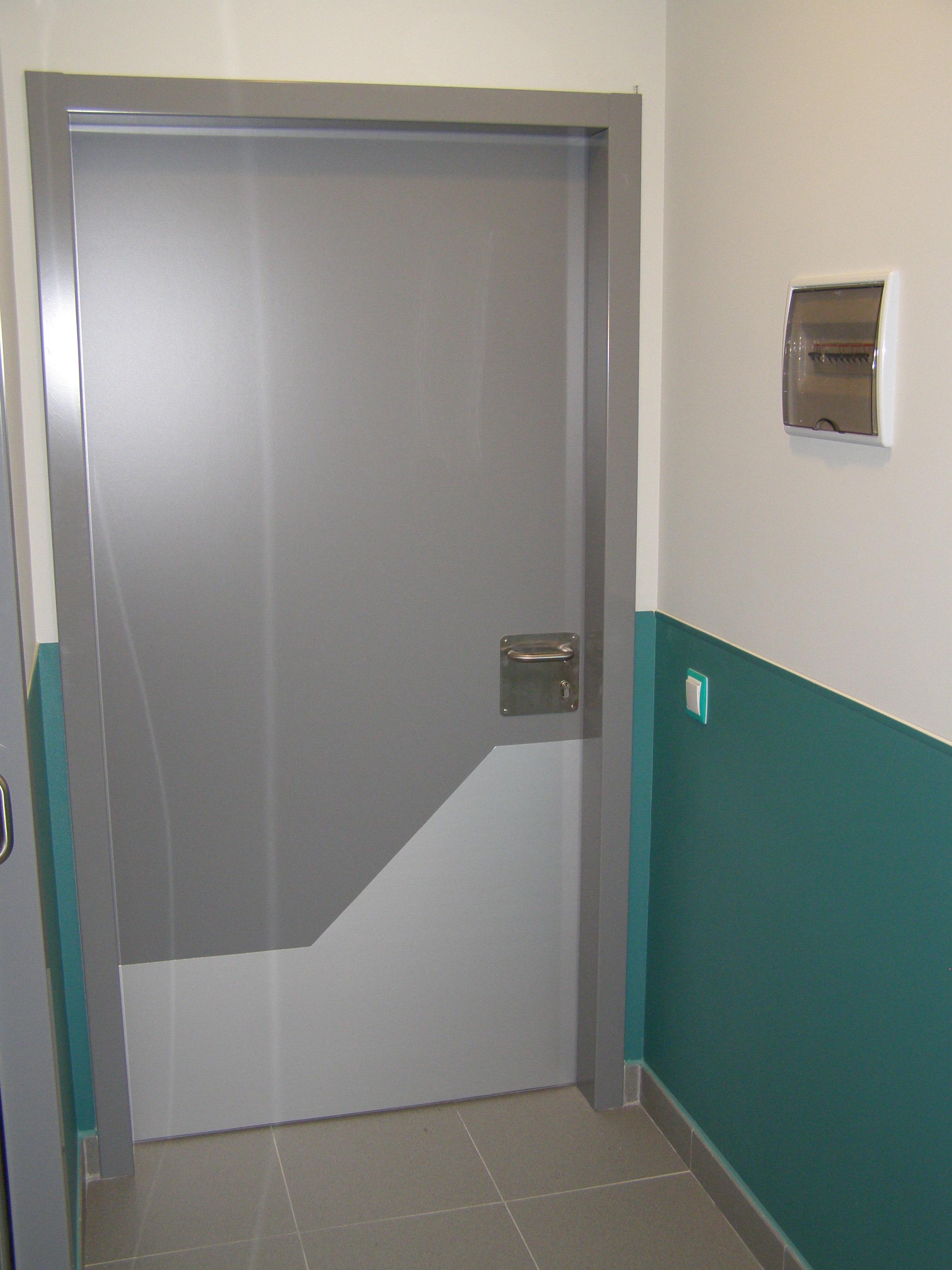 Противоударна антибактериална защита за врати