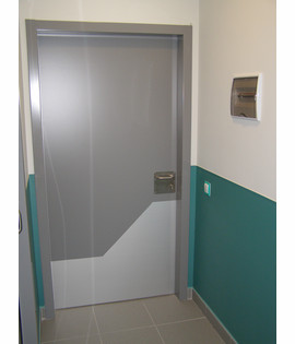 Antibacterial door protection