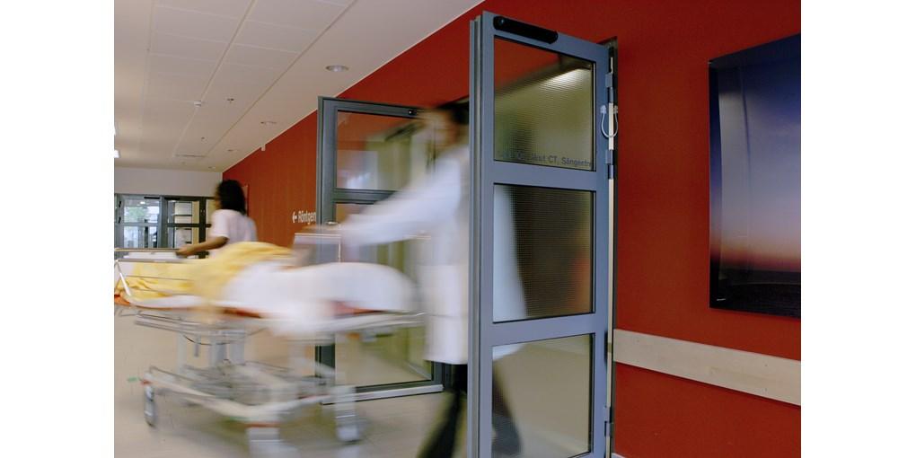 Автоматична врата на панти